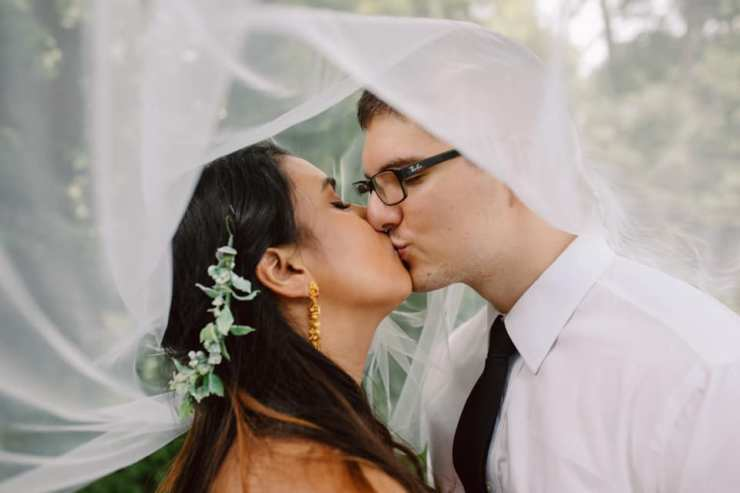 emma zach under veil kiss
